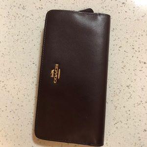 Coach skinny wallet in Oxblood/ light gold